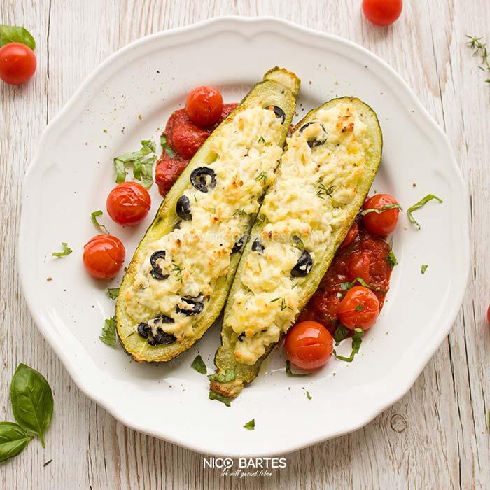 vegetarisch gef llte zucchini mit frischk se und oliven low carb nico bartes schnell. Black Bedroom Furniture Sets. Home Design Ideas