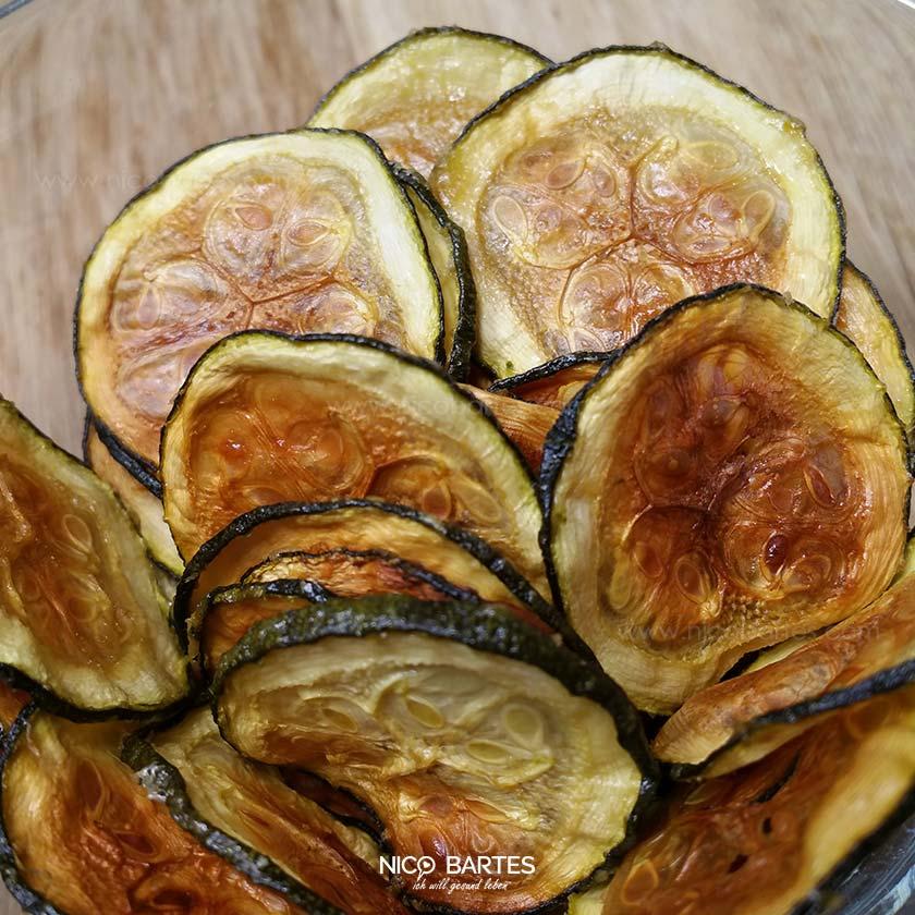 knusprige zucchini chips mit wenig kalorien nico bartes schnell abnehmen durch gesunde low. Black Bedroom Furniture Sets. Home Design Ideas