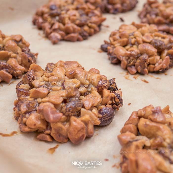 schnelle nuss kekse ohne zucker nico bartes schnell. Black Bedroom Furniture Sets. Home Design Ideas