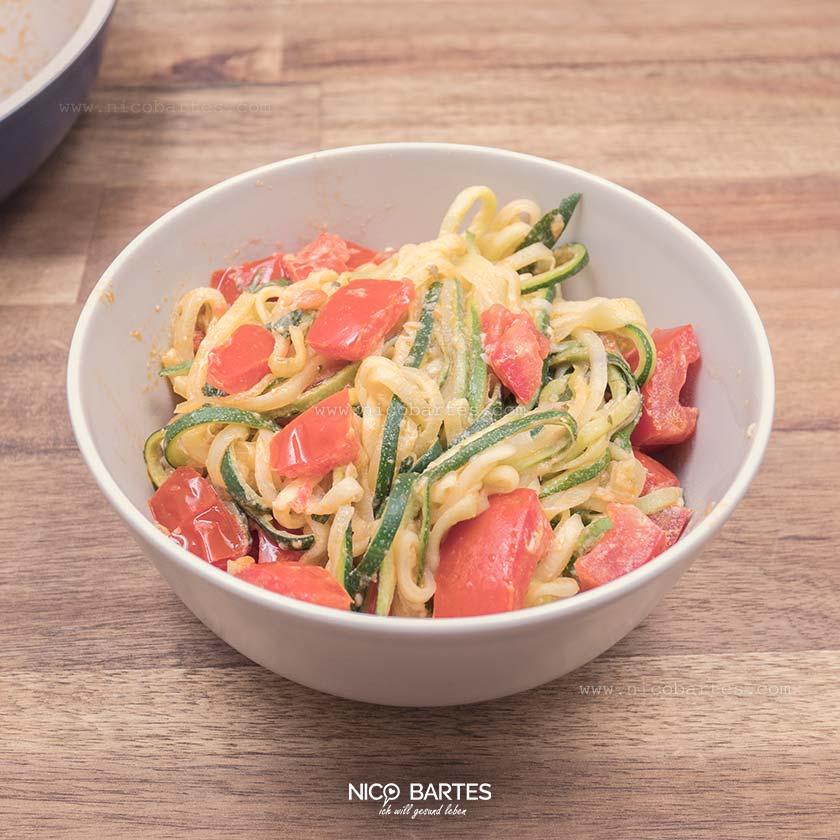 Zoodles = Zucchini Nudeln | Das Low Carb Rezept mit Parmesan Sauce