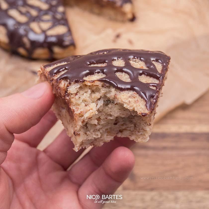 Low-Carb Kokoskuchen mit Buttermilch und Schokoglasur